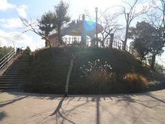 公園はちょっと小高い山になっていて、ここはその頂上にある展望台。
