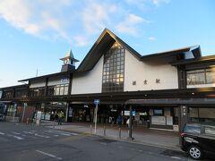 2月1日土曜日。朝7過ぎ。JR横須賀線鎌倉駅。こちらは小町通りや鶴岡八幡宮に向かう時に利用する、いつも賑わう東口です。