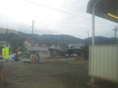 住吉駅に停車中です。ちなみに、兵庫県神戸市内にもJRの住吉駅があります。