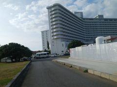 残波岬最寄りのバス停があるホテル。 灯台からは徒歩15分くらい。 乗客は5人くらい。途中からの乗車は何人かあった。