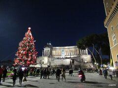 ヴェネツィア広場のツリーがきれいです。