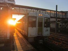 07:01発の八高線高崎行に乗り換えます 乗換時間は八高線の本数から考えればまぁ良かったと言えるでしょう ちょうど太陽が昇ってきました