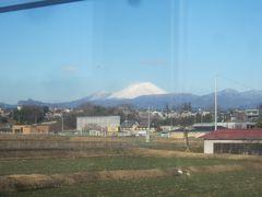 車窓からは雪を冠した富士山…ではなく、浅間山