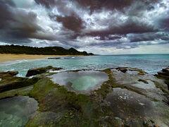 見つかりました! 海の水が透き通っている 波がそれなりにあるので濡れないよう気をつけて写真を撮ります