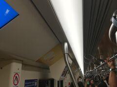 地下鉄に乗りワットマンコン駅に行くことにしました。