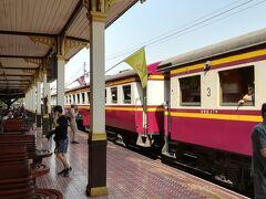 アユタヤ駅到着。ほぼ定刻到着でしたかね。