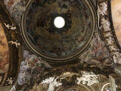 教会内の天井。