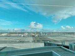 30分早くミュンヘン空港に着陸。 CAさんに「よかったです」とご挨拶して ひとりなので小さくなりながら こそこそさささっと 前に進んで早く飛行機を飛び出しました