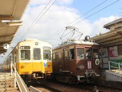 「ことでん」琴平線のラインカラーは黄色。 黄色の電車に、レトロな電車もやってきました。