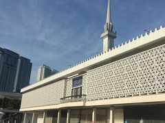 朝一から国立モスクへ。