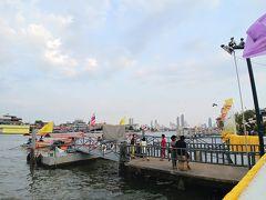 帰り際にチャオプラヤー川も観察。 船着き場も何個かあって、行き先もいろいろあるようでした。
