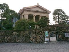 有名な《大原美術館》。  妻「パルプンテ神殿みたい!」  パルテノンね。