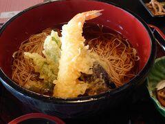 戸隠神社を後にし凍える思いをしてきた後は、あったかい天ぷらそばをいただきました。
