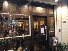 花火終了後は集中するので、少しずらして会場を出る事としました。  十三駅周辺まで来ましたが、駅はまだすごく混雑しているようなので、丁度空きの出たこちらの喫茶店で休憩しようという事となりました。 「十三 旬菜 ココット」です。