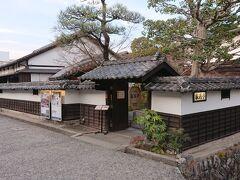 先ほど行った倉敷物語館の近くにある《レストラン亀遊亭》に来ました。