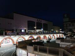 宿から徒歩15分ほどで倉敷駅に到着。  駅周辺には人がほとんどいません。