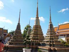 トランジットするバンコクに昼に到着し、夜まで時間があるので市内を観光。いきなり36℃で暑い!  「ワット・プラケオ」は高いので「ワット・ポー」を拝観