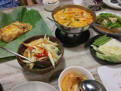 最後は奮発してタイ料理レストラン「Bua」でトムヤムクン、ソムタム、パッタイの定番メニューの夕食
