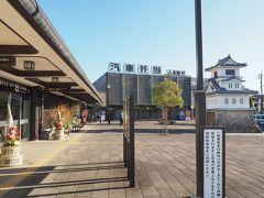 さて、次の列車までまだ時間があるので、人吉駅の駅前へ出てきました。