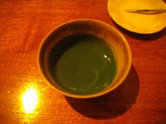 今年も冬の京都に行ってみた。 ホテルに荷物を預けて、まずはお茶を一服。京都に行ったときは必ず訪ねる一保堂の喫茶嘉樹で濃茶¨雲門の昔¨をいただく。ホッと一息入れて、どこへ行こうか、考える。