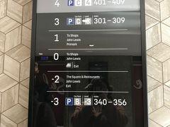 ウェストフィールド ロンドンでみつけたエレベーターの掲示。やっぱりヨーロッパ文化圏は全然ちがう。