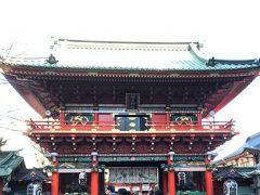 神田明神 隨神門 昭和50年に昭和天皇御即位50年の記念として建立。総檜・入母屋造。