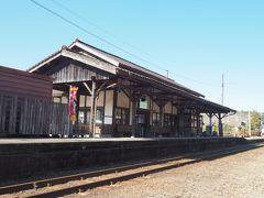大隅横川駅の駅舎。ここ古いんですよねえ。