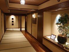 2階へ上がり大浴場へ。  廊下は全て畳敷きです。