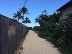 ラニカイビーチへの入り口