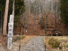 雪景色が見たい、新潟県境の只見町まで行けば、奥会津でも特に雪深い所なので雪があるだろうということで、新潟県境までドライブ。途中、金山町と只見町の境に、炭酸水が湧き出ている泉を発見。立ち寄ってみた。