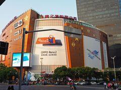 大型ショッピングモール:凱徳龍之夢購物中心 。