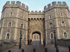 ウィンザー城へ入城します。
