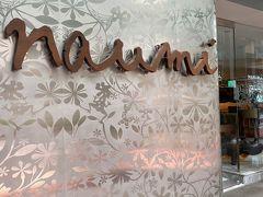 ラッフルズの横にある、naumi hotelです。10階建てのコンパクトなホテル。agodaで予約しました。