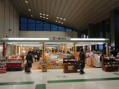 空港内の《一畑百貨店》に行ってみよう。