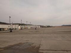 特に揺れることもなく、定刻どおり9時半に岡山空港へ到着。