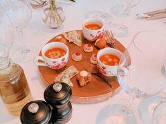 今日のメインイベント。天皇皇后両陛下が皇太子のときにいらしたというLe Sanglier des Ardennes。お高いけど、せっかく来たので贅沢ランチです。ジビエを食べに来ました!シェフのおまかせコースです。 まずは前菜のスープから。