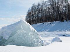 糠平湖。 ここではアイスバブルときのこ氷を撮る予定。 凍った湖の上をスノーブーツでテクテクテク^^ 今年は暖冬で地元の湖も凍らずじまい><