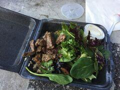 ステーキシャックでハワイ最後のご飯を食べようと お肉はわりと柔らかくて美味しかったです 大阪にお店を出すと張り紙がありました 現金が残っていてよかった