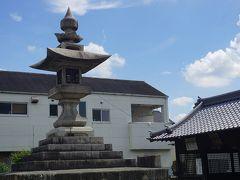 ●金刀比羅神社@府中お祭り通り沿い  金刀比羅神社にある燈籠。 日本一の石燈籠のようです。 高さは、9m、笠石面積7.4平方メートルあります。 ん…。これより高い石燈籠どこかになかったっけ??? 面積が日本一なのかな?