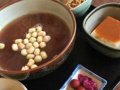 丁度お昼時だったので 法隆寺入口近くにある 「松本屋」さんで「茶粥セット」をいただきました  優しいお味で胡麻豆腐も美味しかった^^