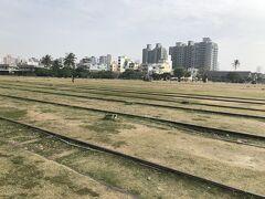 哈瑪星鉄道文化園区はかつて高雄駅があった場所が公園になっています。古い鉄道の線路がそのまま残っています。
