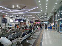 早速ですが、高雄空港です すでに現地時刻で15時50分頃 くそ寒い東京から、あったかい高雄に入って寒暖差にびっくりしているところです