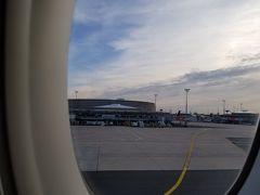 定刻より30分程早い16:30に到着しました。 入国から手荷物受取まで30分かかりませんでした。