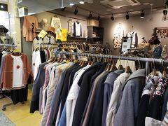 まぁ、あまり混雑していない【GO TO MALL】は久しぶりなので、ゆっくりと見られて良いか。  そうそう、確かこちらのお店でコートを買いました。 たぶんここだと思うんだけど、違うかなぁ? 似たようなお店が多いから。