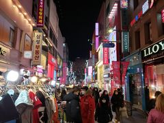 明洞の街は人でいっぱいですね。 たぶん中国の人はいないと思うのですが、中国に見える人も多かったです。