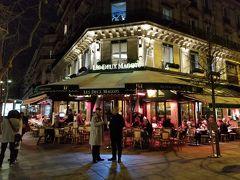部屋に荷物を置いて食事にでました。 サン・ジェルマン・デ・プレまで徒歩10分程度です。 有名なカフェは相変わらず混雑しています。