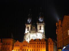 ライトアップされたティーン教会。