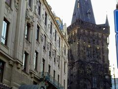 ホテルのすぐそば、火薬塔。