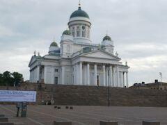 まずは大聖堂。 曇り空か惜しい。。。 朝早くだったから、人少なめです。