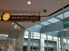 ホテルからそのままラッフルズ・シティ・ショッピング・センターに行けるのでとても便利です。